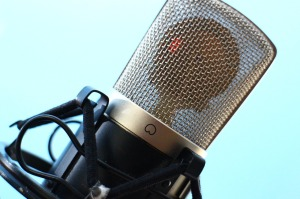 microphone-516043_1280